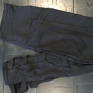 Black Leggings with Leg Detailing and Side Pockets